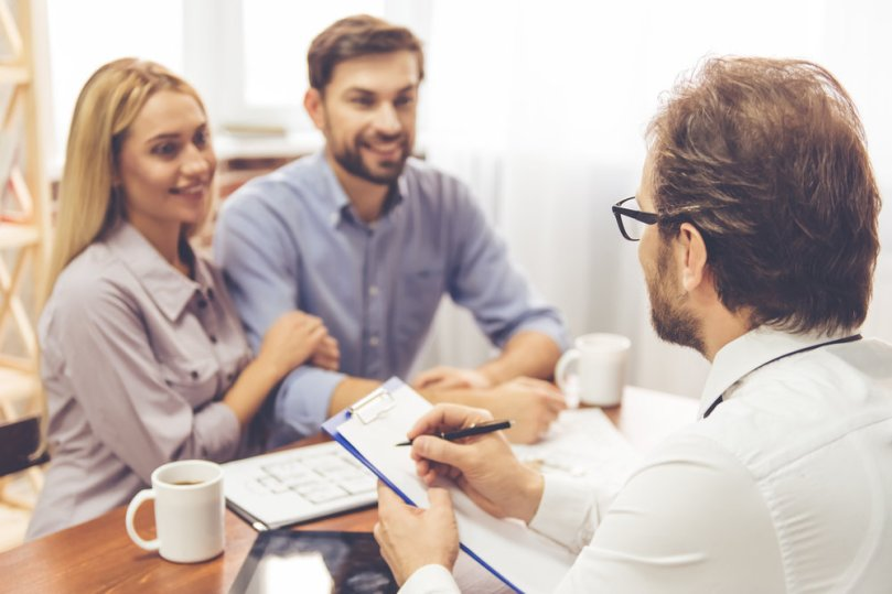 Couple talking to property manager_Maximizing ROI Service Based Amenities